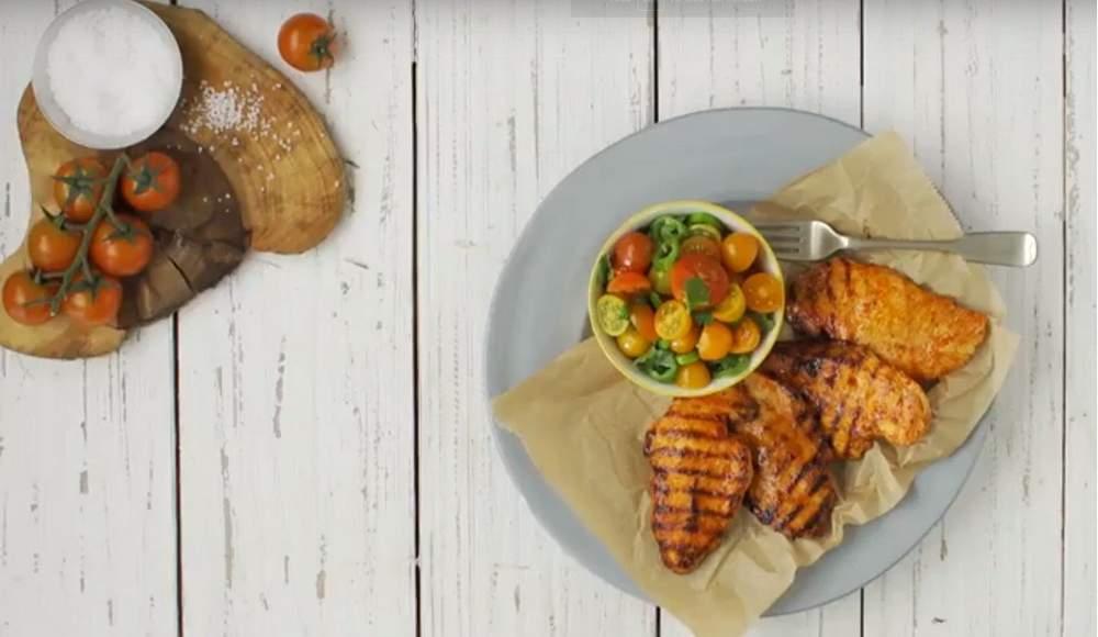 חזה עוף צלוי במרינדה של צ'ילי מתוק, חרדל ודבש