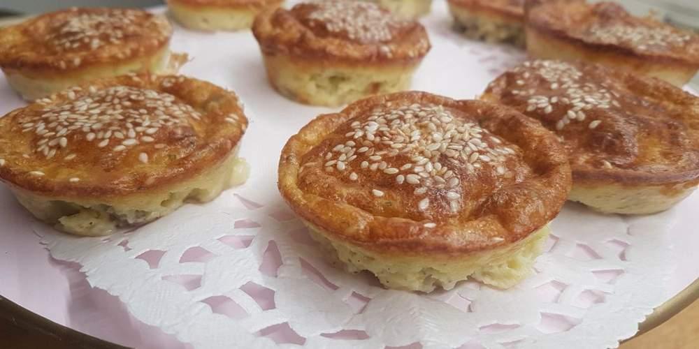 לחמניות מאפינס עם גבינות, זיתים ועשבי תיבול של אורית לוי