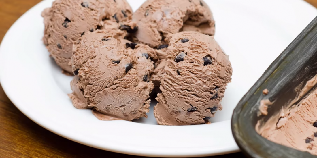 גלידת שוקולד ביתית ללא מכונה