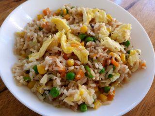 אורז מטוגן עם ירקות
