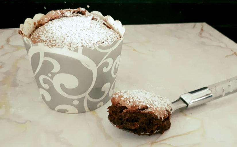 סופלה שוקולד עם כדור גלידה כשר לפסח
