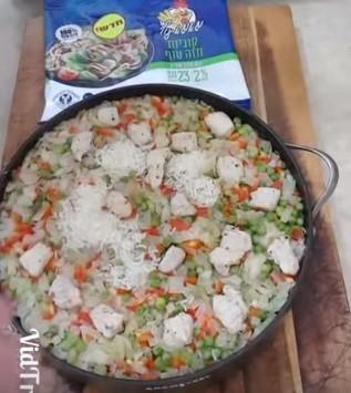 אורז עם חזה עוף וירקות בסיר אחד