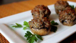פטריות ממולאות בבשר טחון