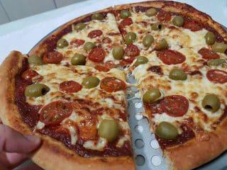 פיצה ביתית עבה