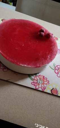 עוגת גבינה קרה בציפוי תותים