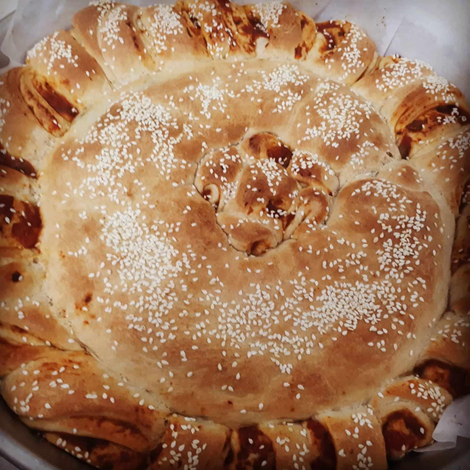 מאפה שמרים במילוי גבינה בולגרית ותרד